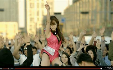 Sexy Koreanerin in Right Now von PSY
