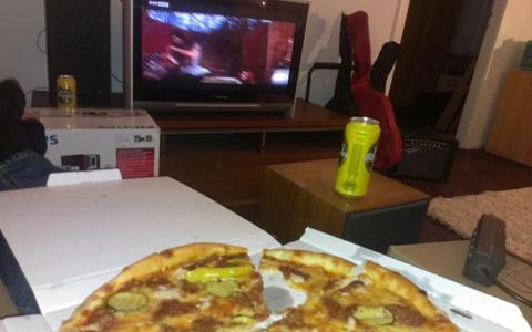 Ausnüchtern mit Pizza und TV